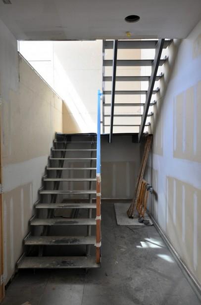 Как производится отделка металлической лестницы - этот вопрос интересен многим людям - otdelat.ru