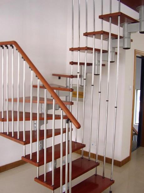 Древесина часто применяется в отделке металлических лестниц - otdelat.ru