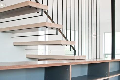 Использование дерева - удачное эстетическое решение в отделке лестничной конструкции - otdelat.ru