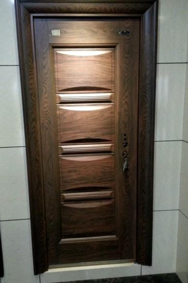 Отделка входной металлической двери может быть такой - otdelat.ru