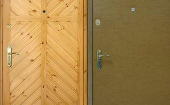 Такое оформление для входной двери - практически классика - otdelat.ru