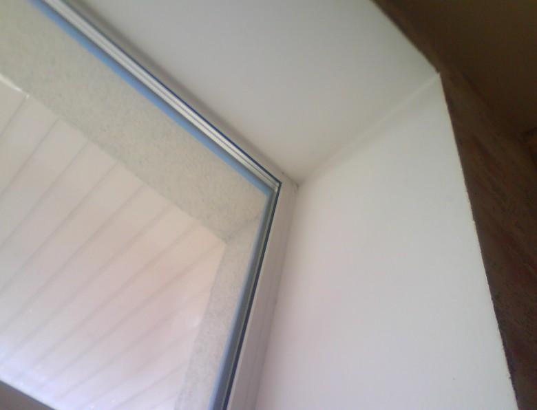 Иногда вполне уместно производить оштукатуривание окна - otdelat.ru