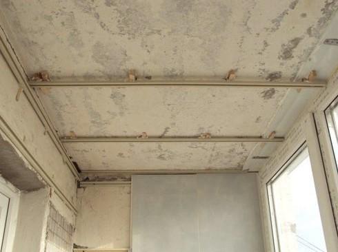 Балкон готовят к последующей обливке панелями - otdelat.ru