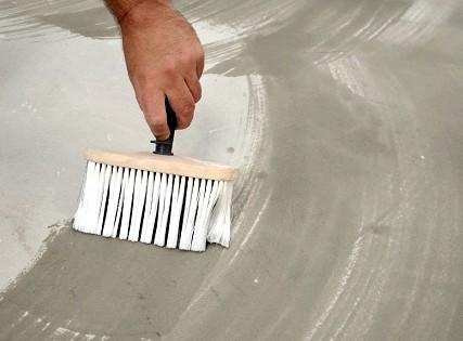 Даже для минеральных штукатурок в продаже можно найти грунтовочные составы - otdelat.ru