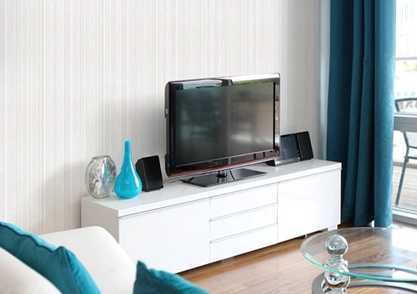 Однотонное решение - хороший выбор и для декора стен гостиной - otdelat.ru