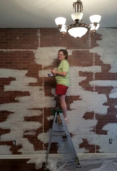 Так тоже можно обработать кирпичную стену в доме - otdelat.ru