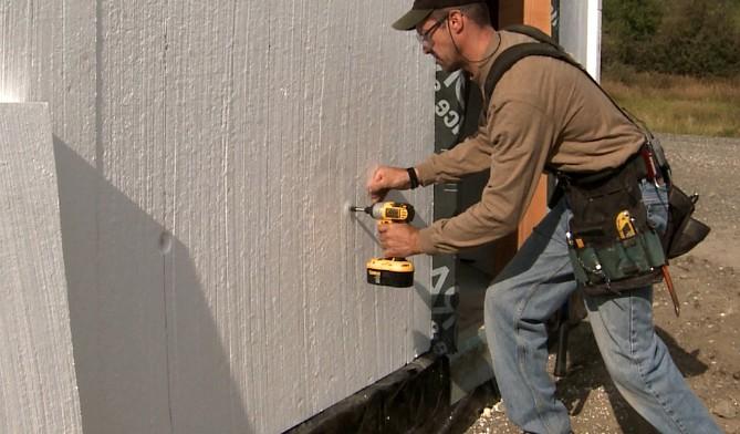 Если есть возможность - лучше производить утепление стен снаружи (такое возможно не всегда) - otdelat.ru