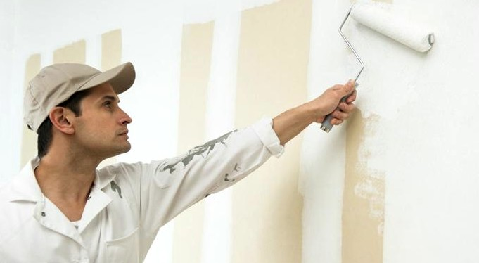 Выравнивающий материал поможет сделать поверхность абсолютно гладкой - для последующей обработки - otdelat.ru