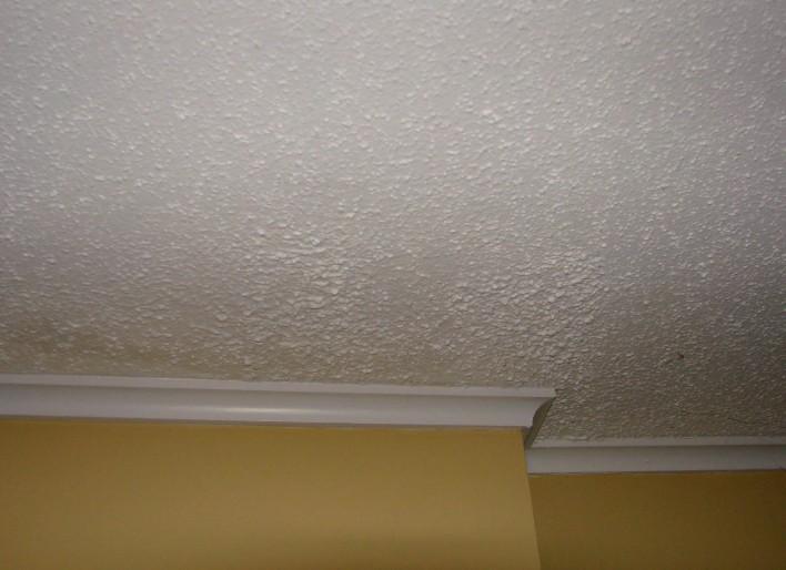 Нередко применяются обои для отделки потолков в домах - otdelat.ru