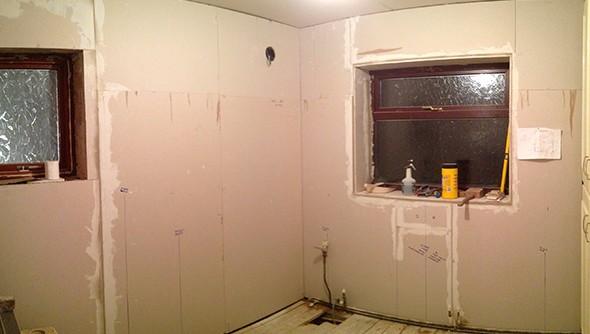 Практический опыт показывает, что гипсокартонные стены в ванной - вполне уместное решение - otdelat.ru