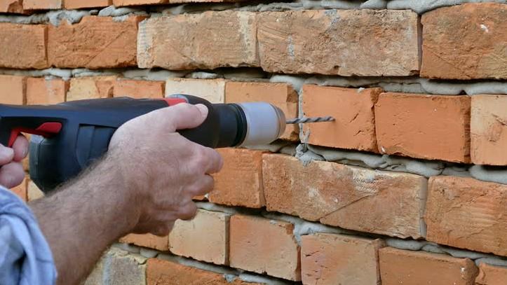 Сверлить кирпичную стену намного проще чем бетонную - otdelat.ru