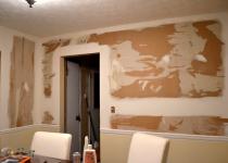 Стена с дверью из гипсокартона
