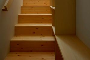 Облицовка лестницы деревом - варианты и рекомендации